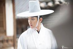 """Scholar Who Walks The Night"": Lee Jun Ki Rocks Several Looks"
