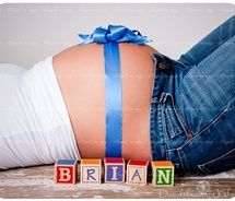 cute pregnancy picture idea :)