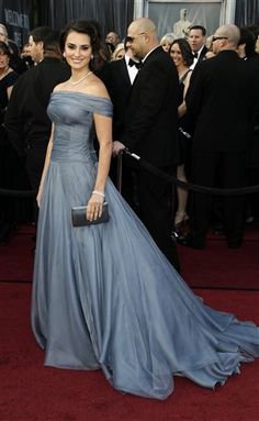 #Oscars 2012: Penélope Cruz, a presenter at the Academy Awards, wearing Georgio Armani.