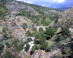 """#Granada - #Alpujarra de la Sierra -   Río de Mecina Bombarón Coordenadas GPS: 36º 59' 10"""" -3º 8' 54"""" / 36.986111, -3.148333  El río es un afluente del río Adra. Existe un puente Romano de gran importancia arquitectónica y con una antigüedad milenaria que es sin duda uno de los monumentos mas importantes del pueblo. En la foto se puede apreciar este puente. (De los dos puentes existentes, el mas pequeño)."""