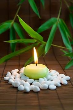 candle / bamboo Feng Shui, Deco Zen, Image Deco, Zen Space, Meditation Space, Evening Meditation, Candle Lanterns, Green Candles, Inner Peace