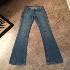 American Eagle jeans Excellent pair of AE jeans with no signs of wear or tear! Size 0 regular stretch. Perfect condition. Make a reasonable offer. Thanks for looking  American Eagle Outfitters Jeans
