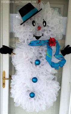 Deco Mesh Snowman Wreath - Crafty Morning Deco Mesh Snowman Wreath to hang on your door for Christmas! What a cute craft Snowman Wreath, Snowman Crafts, Diy Wreath, Snowman Door, Tulle Wreath, Burlap Wreaths, Christmas Tree Crafts, Noel Christmas, Christmas Decorations
