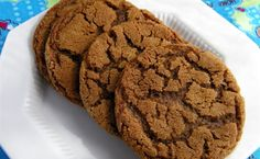 Chewy Ginger Biscuits You'll Need: 3 c. ground ginger 2 sticks unsalted butter, softened c. packed dark brown sugar c. sugar 1 large e… Freezable Cookie Dough, Freezer Cookie Dough, Freezer Cookies, Cookie Dough Recipes, Freezer Desserts, Freezer Meals, Roll Cookies, Xmas Cookies, Christmas Desserts