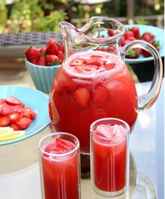 Homemade Strawberry Lemonade - http://laylita.com/recipes/2012/06/08/strawberry-lemonade/