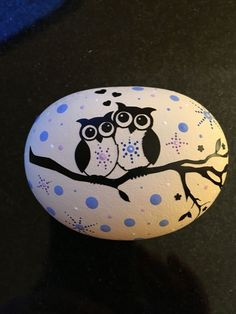 Step by step instructions for painting rocks with owls on the Owl Painted Rocks. Step by step instructions for painting rocks with owls on the Painted Rocks Owls, Owl Rocks, Painted Rock Animals, Rock Painting Patterns, Rock Painting Ideas Easy, Rock Painting Designs, Stone Art Painting, Pebble Painting, Pebble Art