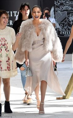 Olivia Culpo wearing Stuart Weitzman White Nappa Nudist Sandals, Strathberry Nano Tote in Pearl Grey and Givenchy Technical Pleated Dress Miami Fashion, Look Fashion, Autumn Fashion, Fashion Outfits, Womens Fashion, Fashion Beauty, Olivia Culpo, Blush Pink Dresses, Autumn Street Style