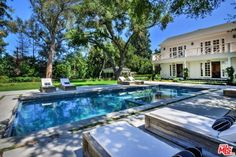 I love this home that Mauricio Umansky and Kyle Richards just bought in Encino. It's a stunning white colonial style mansion with spectacular grounds that's been beautifully designed throughout the interior. Kyle Richards House, Housewives Of Beverly Hills, Home Landscaping, Celebrity Houses, Real Housewives, In Ground Pools, Architectural Digest, Architecture Details, Outdoor Living