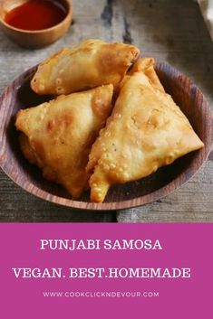 Here is the best Indian Punjabi samosa recipe you will ever make at home.Crispy,flaky,with delicious aloo filling,best ever aloo samosa recipe from scratch! Vegan Samosa Recipes, Vegan Indian Recipes, Mexican Food Recipes, Vegetarian Recipes, Cooking Recipes, Snacks Recipes, Salad Recipes, Vegan Recipes, Vegans