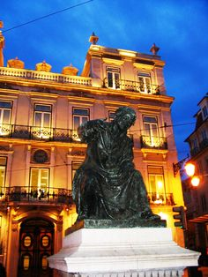 Baixa/Chiado District - Chiado Square is 5min walk from our #Chiado district #apartments.