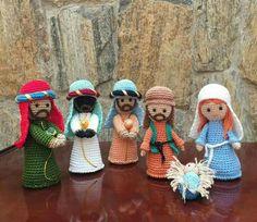 Esmeralda's media content and analytics Crochet Christmas Decorations, Crochet Christmas Ornaments, Crochet Decoration, Holiday Crochet, Crochet Gifts, Crochet Dolls, Diy Nativity, Christmas Nativity, Noel Christmas