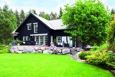 svart panel hus - Sök på Google Panel, Mansions, Architecture, House Styles, Google, Home Decor, Arquitetura, Decoration Home, Manor Houses