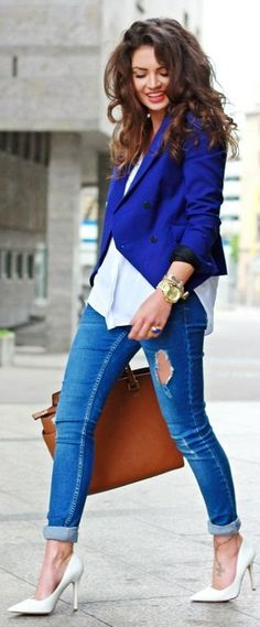Blue blazer, ripped jeans and white pumps