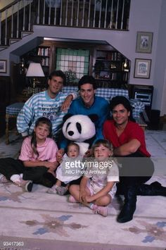 Full House Season 1, Full House Cast, Full House Tv Show, Cute Images, Cute Pictures, The Paperboy, John Stamos, Candace Cameron Bure, Fuller House