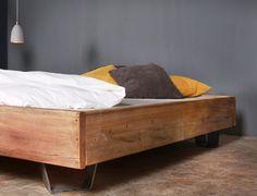 **www.fraaiberlin.de**  **Cadanet schwebend** – Bauholz-Bett einer neuen Generation  Das rustikale Bett lässt Langschläfer auf ihre Kosten kommen! Mit **Cadanet schwebend** bettet man sich in...