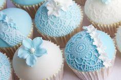 cupcake com rendas de açúcar
