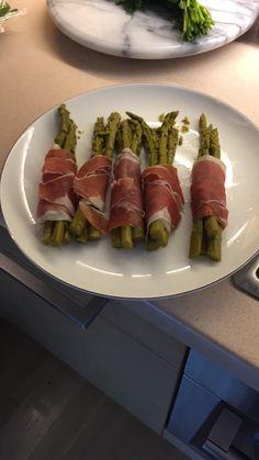 Σπαραγγια προσουτο Asparagus, Salad, Vegetables, Food, Studs, Vegetable Recipes, Eten, Veggie Food, Salads