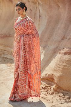 Just saw this gorgeous georgette Anita Dongre saree and I knew you all would love this too. Luckily Anita Dongre has started sharing outfit prices. So if you're interested in knowing what this saree costs check Insta Stories. Designer Bridal Lehenga, Indian Bridal Lehenga, Indian Sarees, Designer Sarees, Designer Wear, Anita Dongre, Indian Wedding Outfits, Indian Outfits, Indian Clothes