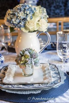 Hydrangea-inspired Blue and White Tablescape If you re looking for Easter dinner or spring table ideas this blue and white table setting has a hydrangea centerpiece that is perfect for the occasion The blue and white place setting is really pretty too White Table Settings, Beautiful Table Settings, Setting Table, Place Settings, French Table Setting, Deco Buffet, Deco Table, Blue And White Vase, White Vases