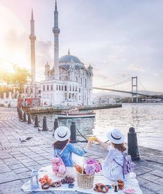 Insider's tip: Wake up early to see the sun rise over Cool Places To Visit, Places To Travel, Good Morning Arabic, Istanbul Travel, See The Sun, Turkey Travel, Istanbul Turkey, Paris Skyline, Taj Mahal