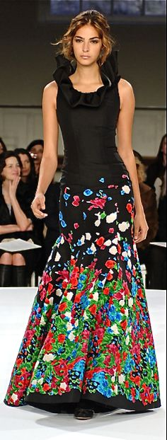 Oscar de la Renta Love the look, but not sure about the pattern on skirt. Floral Fashion, Love Fashion, Runway Fashion, High Fashion, Fashion Design, Fashion Trends, Beautiful Gowns, Beautiful Outfits, Designer Gowns