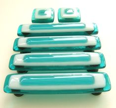Incredibly gorgeous glass drawer pulls.  I need these...