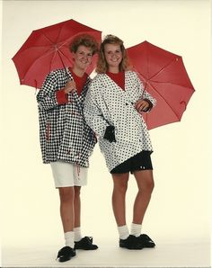 These outfits are SO bad! Bad Family Photos, Bad Photos, Funny Photos, Awkward Family Photos, Pose For The Camera, Singing In The Rain, Smosh, Glamour Shots, Picture Day