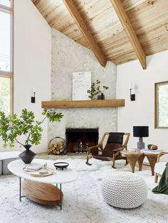 Before And After: A Californian Mountain Living Room Gets A Scandi Makeover – fireplace! Emily Henderson Before And After: A Californian Mountain Living Room Gets A Scandi Makeover – fireplace! Decoration Inspiration, Decoration Design, Decoration Table, Decor Ideas, Mantel Ideas, Decoration Pictures, Decoration Crafts, Fall Living Room, Living Room Decor
