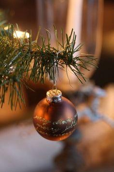 Gold Christmas, Christmas Colors, Christmas And New Year, Winter Christmas, Vintage Christmas, Christmas Bulbs, Merry Christmas, Christmas Decorations, Xmas