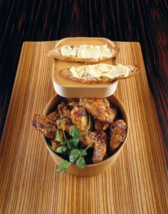Rezept: Chicken Wings Thai-Art mit Ingwer-Crostini - amicella