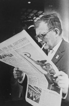 Lev Ivanov. Dmitry Shostakovich reading «Pravda» newspaper. 1967  [::SemAp FB || SemAp::]