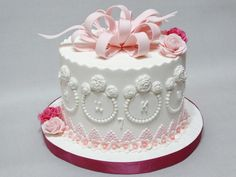 Pink and white cake - cake by Diana
