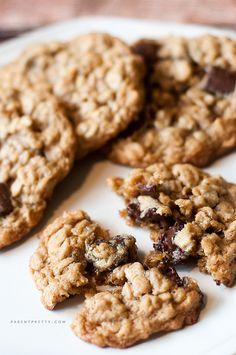 Chocolate chunk oatmeal cookies - the perfect oatmeal cookie loaded with ooey-gooey chocolate goodness!