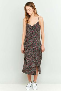 Pins & Needles - Robe midi boutonnée à imprimé floral noire - Urban Outfitters