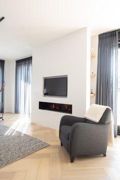 www.lifs.nl #lifs #interior #interieuradvies #interiordesign #ontwerp #3D #maatwerk #kastopmaat Decor, Flat Screen, Curtains, Interior Design, Home Decor