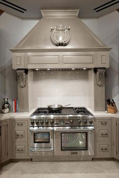 Designers, architects, and builders across the country are transforming the modern kitchen with Thermador appliances. Explore luxury show homes and glean inspiration for the kitchen of your dreams. Custom Kitchens, Home Kitchens, Kitchen Design Gallery, Kitchen Remodel, Kitchen Design, Kitchen Decor, Modern Kitchen, New Kitchen, Beautiful Kitchens