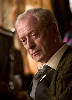 Michael Caine as Alfred Pennyworth in Batman Begins and The Dark Knight. Best Alfred EVER! Christopher Nolan, Famous Men, Famous Faces, Wayne Family, The Dark Knight Trilogy, Actrices Hollywood, British Actors, The Villain, Best Actor