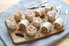 These mini smoked salmon rolls come together with minimal ingredients and are the perfect finger food to serve at any occasion. Try our step-by-step recipe. Snacks Für Party, Smoked Salmon, Mini Cupcakes, Finger Foods, Food Inspiration, Food To Make, Sushi, Rolls, Food And Drink