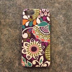 Phone case Vera Bradley. GREAT condition. For IPhone 5 or 5s. Vera Bradley Accessories Phone Cases