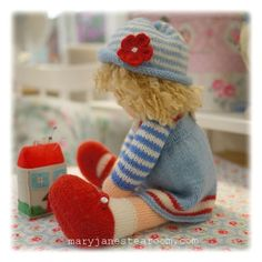 A Tearoom Doll Hat/ PDF Toy Knitting Pattern / par maryjanestearoom