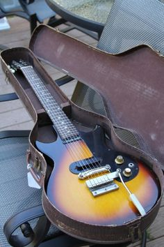 """Gibson's Gorgeous """"1963 Melody Maker"""" in Original Case!"""