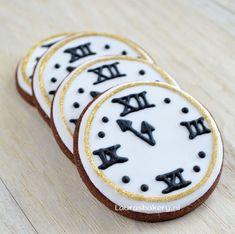 New Year's Eve cookies Klok koekjes - Laura's Bakery Fancy Cookies, Iced Cookies, Cut Out Cookies, Royal Icing Cookies, Custom Cookies, Sugar Cookies, New Year's Cupcakes, Cupcake Cakes, New Years Cookies