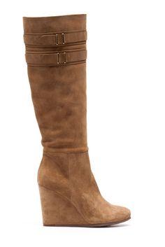 Preciosas pero delicadas de ante, botas con cuña de Uterqüe. 169€