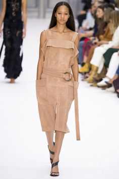 Chloé Spring 2017 Ready-to-Wear Fashion Show - Selena Forrest