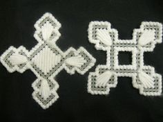 plastic canvas snowflakes - the two pieces intertwine to complete the snowflake