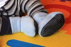 Polar fleece baby booties - free pattern with sizes up to 5 yr. must get kids moving on this one! #babyfleeceprojects
