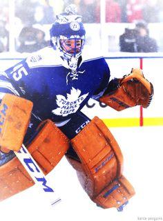 Toronto Maple Leafs - Jonathan Bernier at the 2014 Winter Classic Goalie Gear, Hockey Goalie, Ice Hockey Teams, Hockey Stuff, Nhl Wallpaper, Air Canada Centre, Eastern Conference, National Hockey League, Toronto Maple Leafs