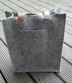 A bag from felt. (I make it myself now)- Een tas uit vilt. (Ik maak het zelf nu) A bag from felt. Shopper Bag, Tote Bag, Diy Bags No Sew, Diy Bags Tutorial, Diy Workshop, Diy Handbag, Handmade Bags, Sewing Hacks, Bag Storage