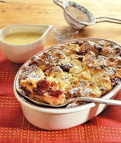 Pumpkin Bread Pudding There is no other bread pudding that is as comforting as the pumpkin bread pudding for the chilly autumn evening. This warm bread pudding is fragrant and filled with flavors of spices. Chocolate Chip Bread Pudding, Brioche Bread Pudding, Pudding Desserts, Dessert Recipes, Pudding Cake, Other Recipes, Sweet Recipes, German Bread, German Desserts