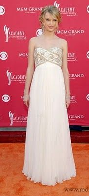 Taylor Swift in Marchesa. Super cute dress! I want to see her in concert!